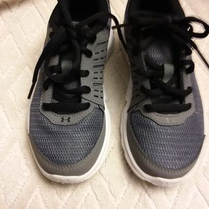 Under Armour running shoes-EUC